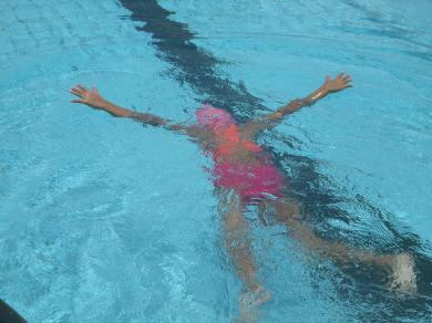 Les Ce1 à la piscine