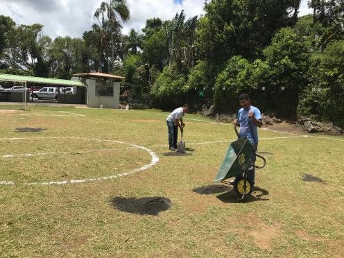 Préparation du terrain de foot