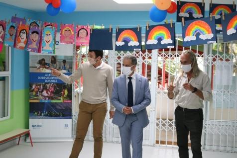 Visite de la maternelle en compagnie de M. DEHEM, Directeur et de Henri de CHAZAL, Président de la Compagnie.
